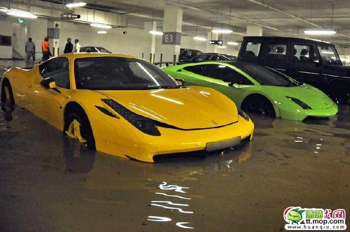Затопленные суперкары (8 фото)