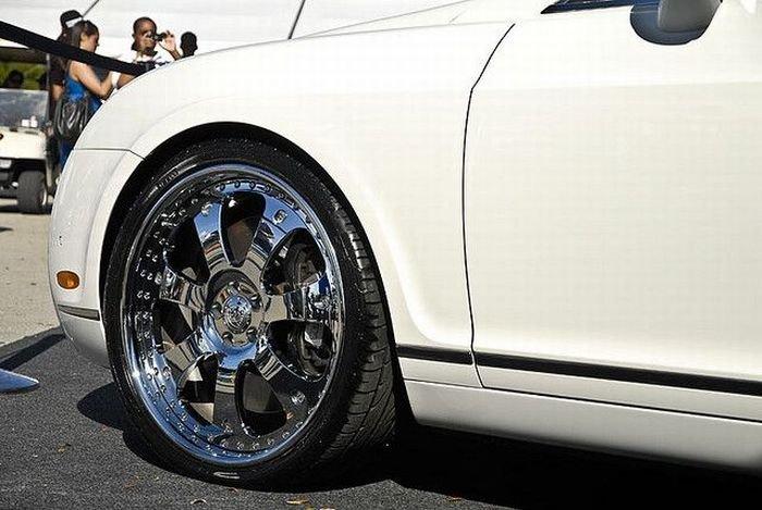 Машины на огромных дисках (56 фото)