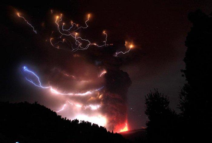 Извержение вулкана Пуйеуэ в Чили (5 фото)