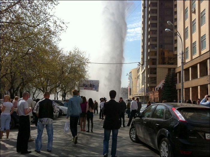 Прорыв водопровода (4 фото)
