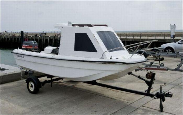 Как лодку назовешь... (3 фото)