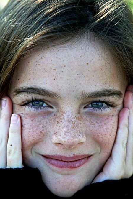 Симпатичные девушки с веснушками (115 фото)